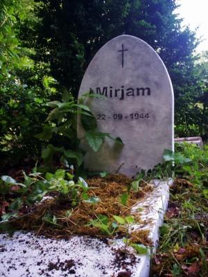 een grafsteen gemaakt voor NL. film